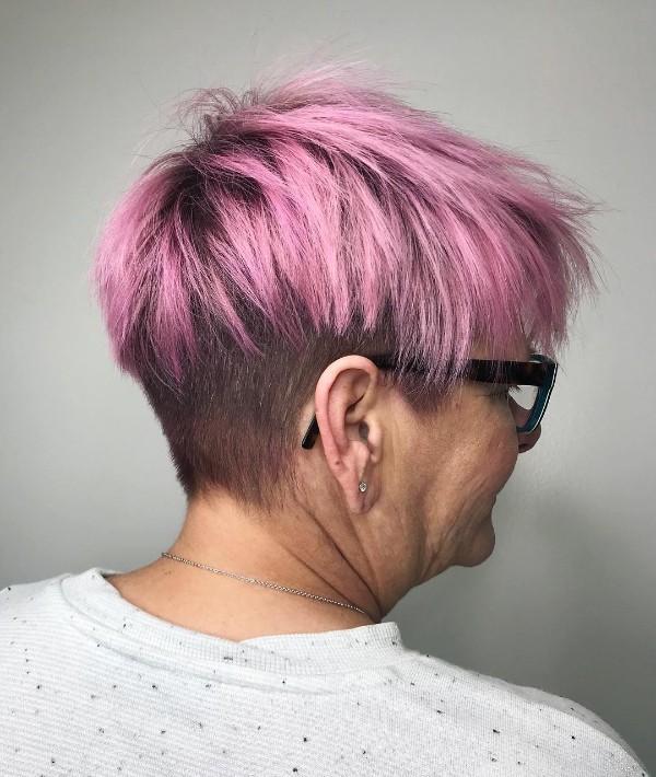 pelo-corto-de- rosa-para-mujeres-70-anos