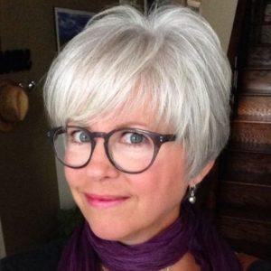 pelo-corto-blanco-con-gafas