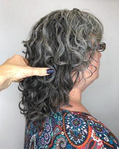 cabello-canas-y-rizado-para-mujeres-mayores