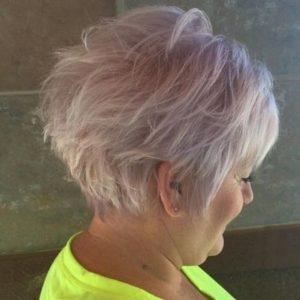 cabello-corto-rosa-claro-de-60-anos
