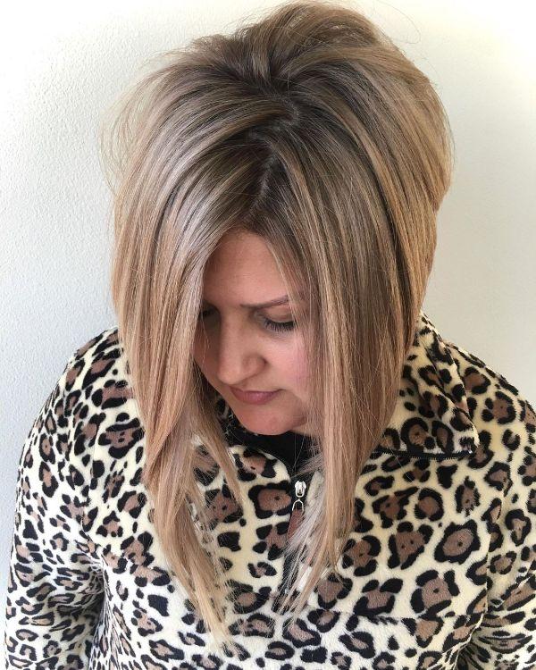 corte de pelo bob alargado hacia el frente