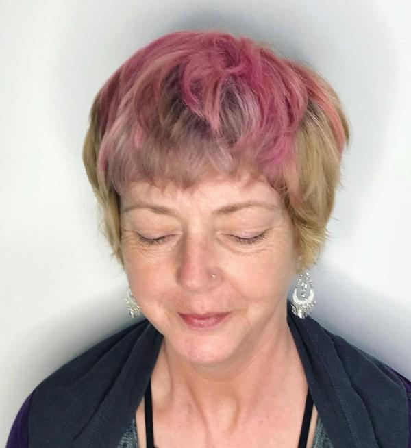 pelo-corto-rosa-con-flequilla