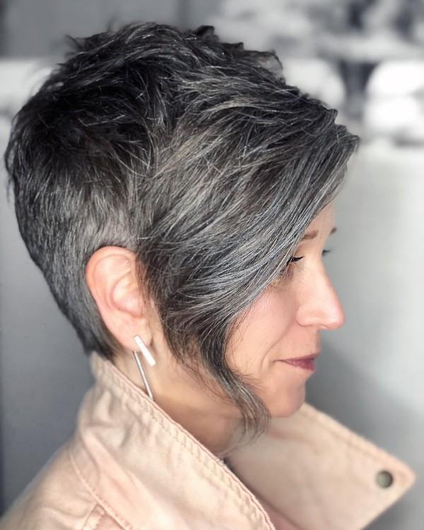 pelo-gris-corto-con-flequillo-largo
