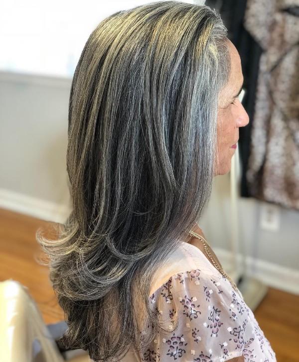 cabello-largo-canas-para-mujeres-de-70-anos