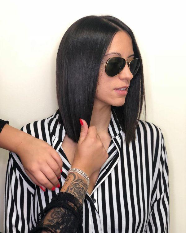 corte de pelo elegante y oscuro