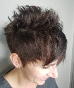 cabello-castano-corto-de-50-anos