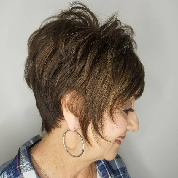 cabello-corto-castaño-claro-para-mujeres-mayores