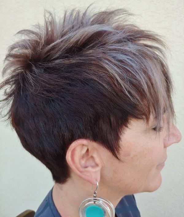 para-mayores-morenas-cabello-corto-con-mechas